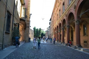 Did you know Bologna's porticoes are ideal for smooching? See example to the right